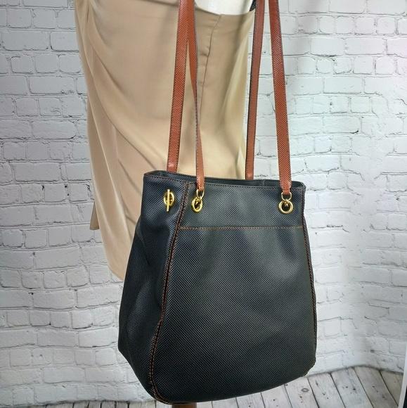 c502b7c121c6 Bottega Veneta Handbags - Vintage Bottega Veneta black tan leathe bucket bag